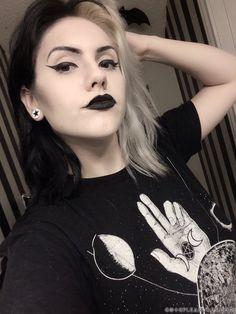 Goth Hair, Grunge Hair, Gothic Hairstyles, Cool Hairstyles, Goth Beauty, Hair Beauty, Half And Half Hair, Split Dyed Hair, Black And Blonde