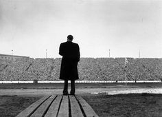 the design or size of the stage does not make a difference to those who come to hear you. (photo of Billy Graham)