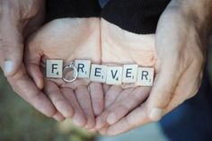 How to use props to style your engagement shoot #engagement #weddings