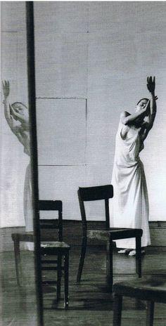 """""""Certe cose si possono dire con le parole, altre con i movimenti. Ci sono anche dei momenti in cui si rimane senza parole, completamente perduti e disorientati, non si sa più che cosa fare.  A questo punto comincia la #danza"""". #PinaBausch  Dall'11 al 14 luglio'13 il Tanztheater Wuppertal Pina Bausch al #TeatroSanCarlo. In scena Café Müller e Sagra della Primavera. Scegli subito il tuo posto qui: http://www.teatrosancarlo.it/play/card/312"""