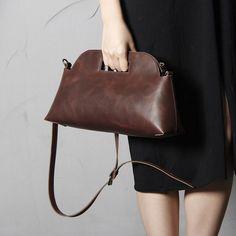 Handmade Leather Shoulder Bag Women Tote by Elen Rose Practial handbag/oversize clutchDimensions:Outer: 400mm / 285mmInner: 380mm / 210mmCOST BREAK DOWN:Leather:EUROBOX ¨C BLACK30kr/ft4ft ==> 120krWhite suede - white50kr/ft1,5ft ==> 75kOther:Sticking Tape 50mm30krThread1,88kr/mtr10mtr ==> 18,8krEdge paint2 x 5kr ==> 10krLabel10krWorktime:Production200kr/h5h ==> 1000krDesign and development10 of production time0,5h ==> 100krTotal: 1364kr