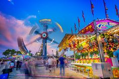 When it comes to taking pictures of the fairground or amusement park, you'll be amazed at just how easy it is to get sup. Carnival Photography, Fair Photography, Time Lapse Photography, Photography Photos, Photography Tutorials, Carnival Rides, Exposure Time, Digital Photography School, Camera Hacks