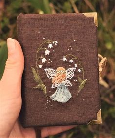 Hand Embroidery Designs, Embroidery Art, Embroidery Patterns, Diy And Crafts, Arts And Crafts, Book Aesthetic, Handmade Books, Book Binding, Crafty Craft