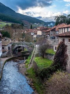 Potes, Cantabria Neck Exercises, Belleza Natural, Spain, Places To Visit, Mansions, House Styles, City, Water, Outdoor