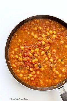 Easy Chickpea Curry and Spiced Potato Bowl - Vegan Richa Vegan Indian Recipes, Vegan Dinner Recipes, Entree Recipes, Vegan Breakfast Recipes, Vegan Dinners, Vegan Recipes Easy, Whole Food Recipes, Vegetarian Recipes, Easy Chickpea Curry
