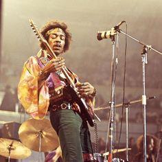 BIOGRAPHY On November 1942 in Seattle, a boy named Johnny Allen Hendrix was born. But later renamed James Marshall Hendrix. Rock And Roll, Pop Rock, Jimi Hendrix Experience, Acid Rock, Bagdad Cafe, Jimi Hendricks, Historia Do Rock, Photo Star, Blues