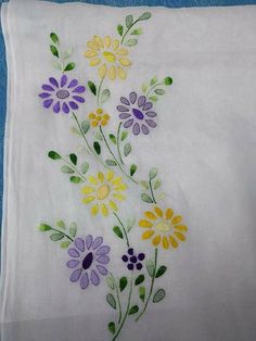 Handmade Embroidery Designs, Hand Embroidery Patterns Flowers, Basic Embroidery Stitches, Embroidery On Clothes, Embroidery Flowers Pattern, Embroidery Works, Embroidery Kits, Bordado Floral, Fabric Painting
