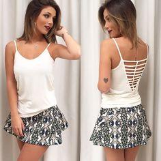 Saia estampada com blusinha basica / look do dia
