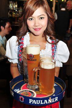 Paulaner Cerveza Paulaner, I Like Beer, Beer Girl, Lederhosen, Best Beer, Historical Costume, Traditional Dresses, Liquor, How To Memorize Things