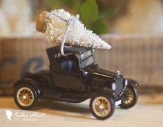 Cedar Hill Ranch: Mini Tree on Toy Truck--Fun way to use toys in decorating!