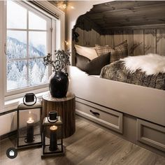 "bernattubauphotography ???""..., #bernattubauphotography #Foto #Hyttervielsker Cabin Style, Bedroom Decor Cozy, Cottage Inspiration, City Apartment Decor, Bedroom Decor, Bedroom Green, Home, Cabin Decor, Cabin Interior Design"