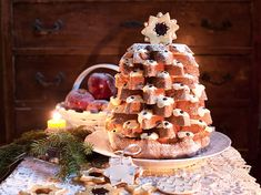 Il pandoro farcito è un tipico dolce natalizio. Con crema diplomatica all'arancia e aromatizzato al limoncello sarà davvero delizioso. Ecco la ricetta