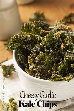Cheesy garlic raw dehydrated kale chips, paleo and vegan - The Herbal ...