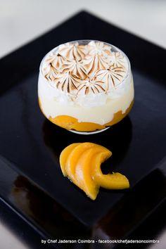 The delicious peach bowl with coconut cream and Italian meringue / A deliciosa taça de pessego com creme de cocô e merengue italiano #chefjadersoncoimbra #chef #gourmet