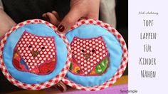 Tolles Geschenk für stolze kleine Puppenküchen-Besitzer: Mit unserer Anletiung können auch Anfänger süße Topflappen für Kinder nähen. Mit Applikation!