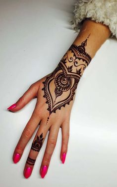 Pin de sarah bleezarde en things i want! henna art, mehndi d Hd Mehndi Design, Henna Designs Arm, Indian Henna Designs, Beautiful Henna Designs, Best Mehndi Designs, Henna Tattoo Designs, Mehandi Designs, Henna Tattoo Hand, Henna Body Art