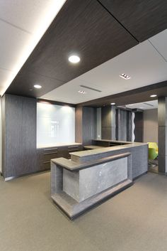 Very neutral but warm and inviting at the same time. 100 Modern Reception Desks Design Inspiration Modern Reception Desks Design Inspiration is a part of our furniture design inspiration series. Modern Reception Desk, Reception Desk Design, Lobby Reception, Office Reception, Modern Desk, Dental Office Design, Office Interior Design, Office Interiors, Design Offices