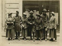 Women and men in uniform, circa 1917 Uniform Dating, Men In Uniform, Jewish History, Women In History, Historical Society, World War I, First World, Fun Workouts, Battle