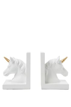 Perfect for the bedroom, study or homely environment to place these gorgeous unicorn bookends. Both children and adults are sure to love. Composition: 100% Polyresin. Set of 2.
