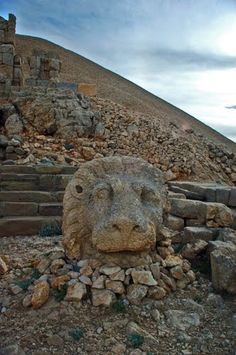 The Lion, The Gods of Commagene, East Terrace, Mount Nemrut, Kahta, Adiyaman - Seref Halicioglu