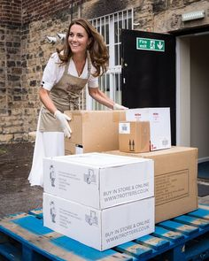 Sheffield, Helene Fischer News, Herzogin Von Cambridge, Princesa Kate, Maxi Shirt Dress, Kate Middleton Style, Duke Of Cambridge, People Magazine, Duke And Duchess