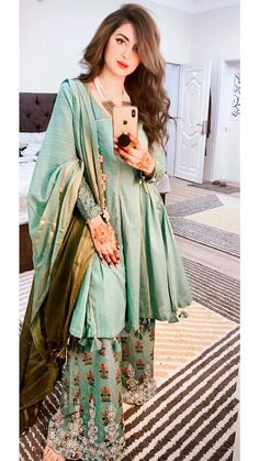 Modest Fashion Hijab, Frock Fashion, Indian Fashion Dresses, Dress Indian Style, Indian Designer Outfits, Simple Pakistani Dresses, Pakistani Wedding Outfits, Pakistani Dress Design, Bridal Outfits