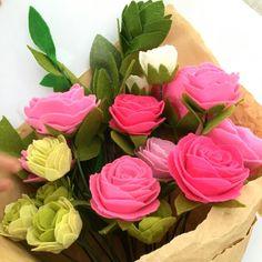 Pink Roses look so sweet.  Perfect for Sunday tea.  #roses #bouquet #sweet #flower #weekend #sunday #felt #feltflower #feltflorist #handmadeloves #craftsposure #handmade #手作