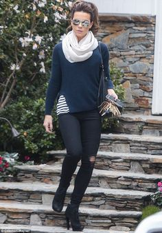 Kate Beckinsale shows off her slim pins in tight ripped jeans | Daily Mail Online