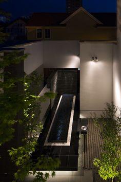 中庭が主役になる家。五感が刺激されるガーデンライティング。 #lightingmeister #pinterest #gardenlighting #outdoorlighting #exterior #garden #light #house #home #courtyard #main #fivesenses #excite #excitethesenses #中庭 #主役 #五感 #刺激 #五感を刺激する #ガーデン #光 #庭 #庭が主役 Instagram https://instagram.com/lightingmeister/ Facebook https://www.facebook.com/LightingMeister