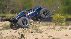 E-Revo: 1/10 Scale 4WD Electric Racing Monster Truck with TQi Traxxas Link Enabled 2.4GHz Radio System   Traxxas