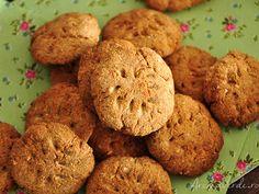 Fursecuri fără zahăr. Din ingrediente simple precum făina de cocos, banană, fulgi de cocos, extract de vanilie au ieșit cele mai bune fursecuri sănătoase. Raw Vegan, Coco, Zucchini, Food And Drink, Cooking Recipes, Fără Gluten, Sweets, Snacks, Cookies