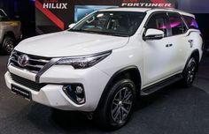 """Sự có mặt của Fortuner mới tại Triển lãm ô tô Việt Nam 2016 hứa hẹn đem đến những cảm xúc, trải nhiệm mới cho người hâm mộ. Chỉ còn chưa đầy 24 giờ nữa trước khi Toyota Fortuner 2016 chính thức được """"trình làng"""" và công bố giá bán tại Việt Nam nhưng theo"""