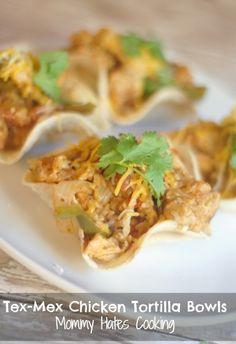 Tex-Mex Chicken Tortilla Bowls Look for link to make taco shells-corn tortillas baked while formed in flipped over muffin tin. Finger Food Appetizers, Finger Foods, Appetizer Recipes, Dinner Recipes, Yummy Yummy, Yummy Food, Tortilla Bowls, Tex Mex Chicken, Taco Shells