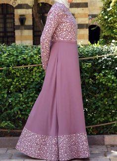SHUKR's long dresses and abayas are the ultimate in Islamic fashion. Islamic Fashion, Muslim Fashion, Modest Fashion, Fashion Dresses, Mode Abaya, Mode Hijab, Hijab Chic, Dress Brokat, Abaya Designs