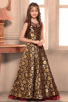 Designer Gowns for Girls. Buy online children's gowns dresses & frocks at best price for 1 to 16 years girls. Shop girls designer gowns for Wedding, Birthday, Party & Festival wear. Frocks For Girls, Gowns For Girls, Dresses Kids Girl, Girl Outfits, Dress Designs For Girls, Frock Design, Western Dresses For Girl, Kids Party Wear, Party Gowns For Kids
