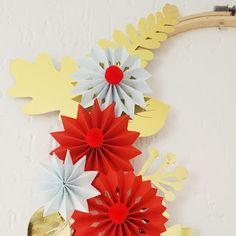 Détails d'une de mes couronnes de Noël en papier plié, un régal à réaliser et des possibilités infinies !
