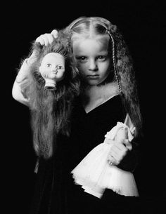 An unnerving portrait of a girl and her doll.    albumsceline.blogspot.fr