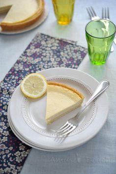 Voici une recette de tarte toute simple, pleine de fraîcheur pour oublier que l'on est passé de 30 °C à 15°C en 2 ou 3 jours. Une tarte délicieusement parfumé au citron pour oublier que la pluie est de retour, le ciel gris et qu'il a fallu ranger sandalettes,...