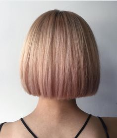One length square above the shoulder haircut Above The Shoulder Haircuts, Above Shoulder Length Hair, Chin Length Hair, Bob Hairstyles, Straight Hairstyles, One Length Haircuts, Short Bob Haircuts, Medium Hair Styles, Curly Hair Styles