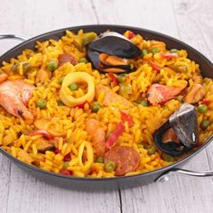 Scrumptious Crockpot Paella With Clams and Sausage