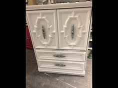 Chest in pure white and clear wax chalkpaint™ by Annie Sloan. Handles are silver gilded Pure White, Annie Sloan, Armoire, Wax, Pure Products, Silver, Vintage, Home Decor, Clothes Stand