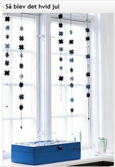 Black & blue star garlands handfolded by Stjernestunder.dk.  Picture by Sidselz.dk