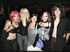 Cherri Bomb with a fan. Rena is rocking the contacts