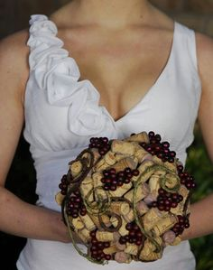 Yes! Wine cork bouquet--simple and unique. What a great way to stand out for your wedding? Not.  It's fugly.
