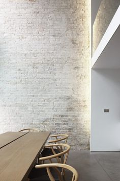 An exposed brick wall in a room doesn't always mean industrial. Moreover if we talk about the specific white brick wall, the style and design it suits will be way more than just one kind. The range is wide as . Brick Interior, Interior Walls, Modern Interior Design, Interior Architecture, Architecture Today, Interior Livingroom, Design Interiors, Kitchen Interior, Interior Ideas