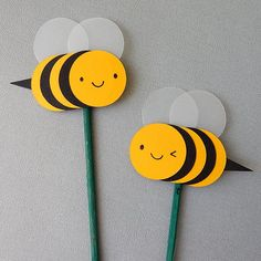 How To: Make Paper Cut Bumble Bee Cards & Decorations - Asking For Trouble Bees For Kids, Bee Crafts For Kids, Toddler Crafts, Insect Crafts, Bug Crafts, Preschool Crafts, Bumble Bee Decorations, Bumble Bee Crafts, Bumble Bees