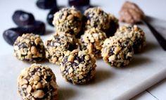 Energibollar med smak avjordnötter och kokos.Utmärkt alternativ till vanliga chokladbollar och perfekt för den som inte tål eller undviker gluten. Dessu