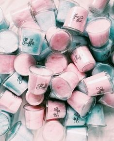 (Cotton Candy) Classic pastels for a cute baby shower 👶🏼❄️🌸 Spent some time today thinking about adjusting the flavours online, & when I return from my… Gateau Baby Shower, Deco Baby Shower, Gender Party, Baby Gender Reveal Party, Gender Reveal Box, Aesthetic Food, Pink Aesthetic, Aesthetic Indie, Pregnancy Gender Reveal