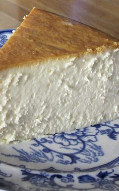 To me, this New York Cheesecake is the single best cheesecake I have ever had, and it is the one I return to again and again. To me, this New York Cheesecake is the single best cheesecake I have ever had, and it is the one I return to again and again. Brownie Desserts, Oreo Dessert, Mini Desserts, Delicious Desserts, Yummy Food, Healthy Desserts, Plated Desserts, Food Cakes, Cupcake Cakes