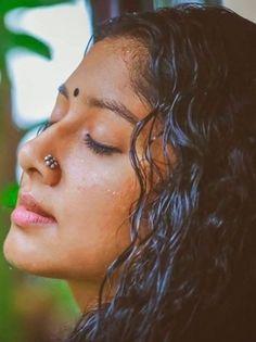Oh so beautiful indian woman, indian eyes, kajal liner around eyes, bindi ( Beautiful Girl Photo, Beautiful Girl Indian, Most Beautiful Indian Actress, Beautiful Girl Quotes, Beautiful Women, Indian Natural Beauty, Indian Beauty Saree, Cute Beauty, Beauty Full Girl